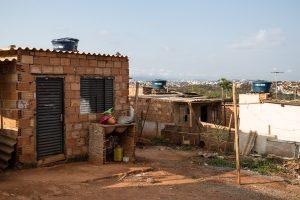 As casas de alvenaria, construídas desde 2011, chamam a atenção na ocupação Rosa Leão, na Izidora. Cerca de 5 mil casas estão construídas em toda a ocupação, o que não justificaria a derrubada delas, de acordo com os moradores. Fotografia: Lucas D'Ambrosio.