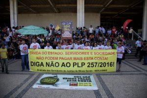 Paralisação nacional no dia 22 de Setembro reúne sindicalistas na Praça da Assembléia de Minas Gerais. Fotografia: Lucas D' Ambrósio.
