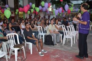Professor Claudio Magalhães durante sua apresentação