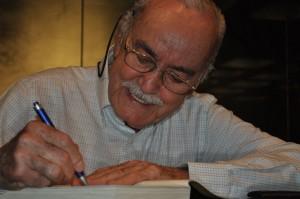 José Hamilton em seção de autógrafos na Academia Mineira de Letras